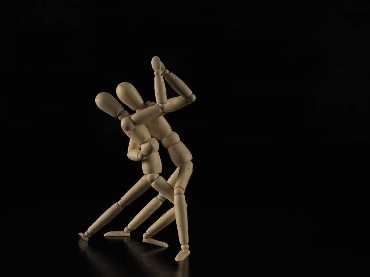 Vittorio Lippolis创意作品:简单的C4D人偶模型,也能演绎动人的作品! - R站|学习使我快乐! - 21
